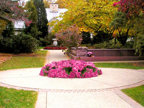 garden-columbarium-bloom